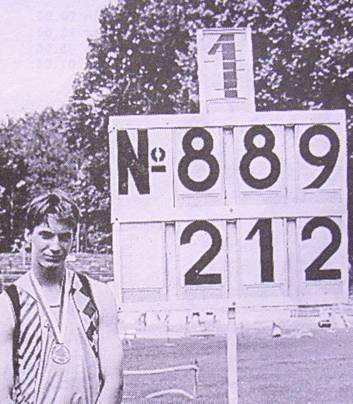 Ingo Holsten springt 1993 bei der Jugend-DM in Dortmung 2,12m hoch