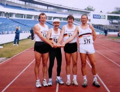 Europameister mit der 4x100m Staffel M40 Jürgen Umann, rechts